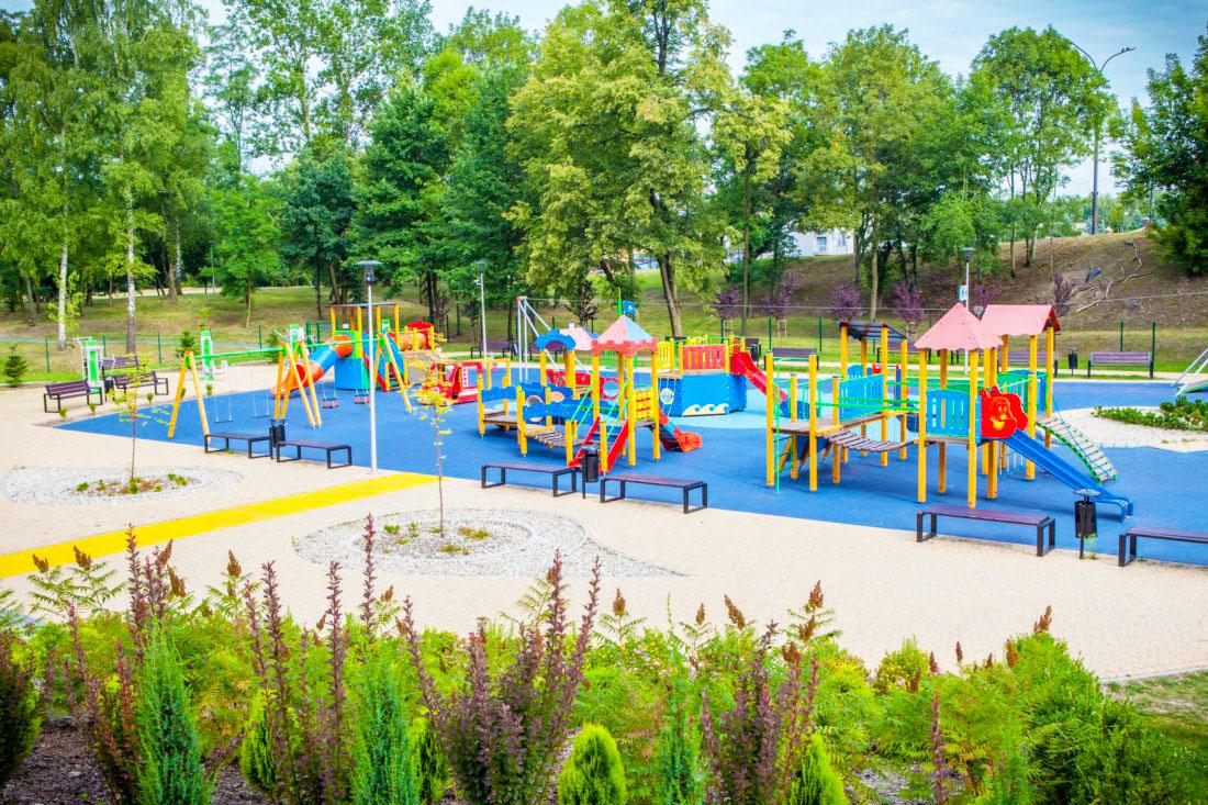 plac zabaw w Będzinie w Parku na osiedlu Warpie